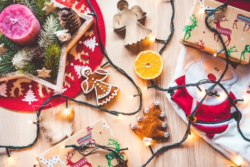 christmas-time-decorations-still-life-picjumbo-com